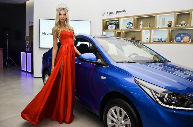 Компания АВИЛОН вручила «Мисс России 2017» роскошный подарок - автомобиль.